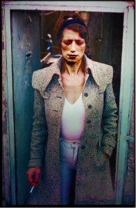 אשר גיבל, נערה באיזור כניסה לחדרה, שנות ה-70