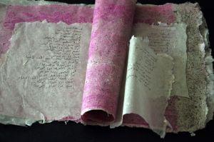 לורה בכר, ספר שירה על שלום בשפות שונות ,הוצג באנגליה