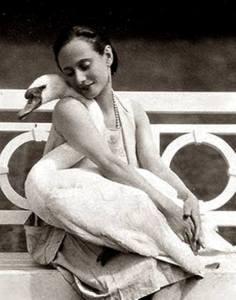 Beatrice van den Bossche בלרינה אנה פבלובה על ברבור המחמד שלה 1905
