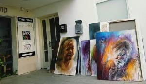 יהודית שבדרון, יושבת ומחכה לגלריה שתיפתח