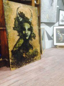 Nisus L art.גלריה כובשת דמיון, תמונה של דמות נשי עם קרניים jpg